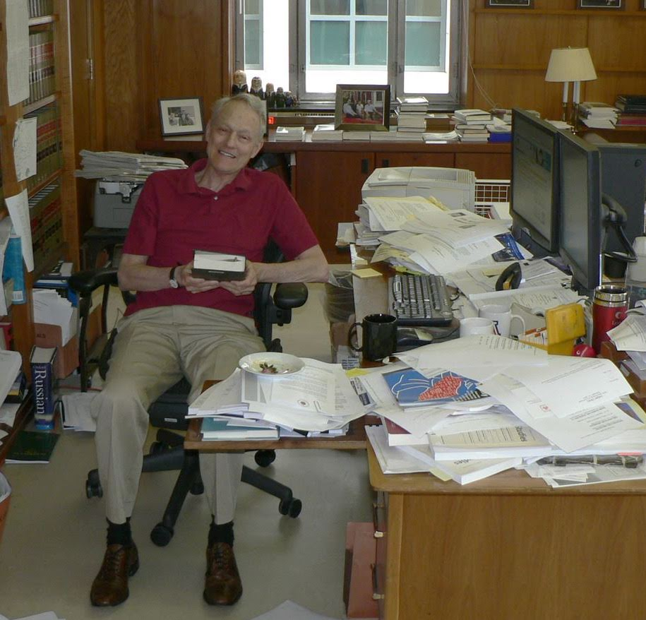 Judge Stephen F. Williams in his chambers (2007). Photo: Yarik Kryvoi.