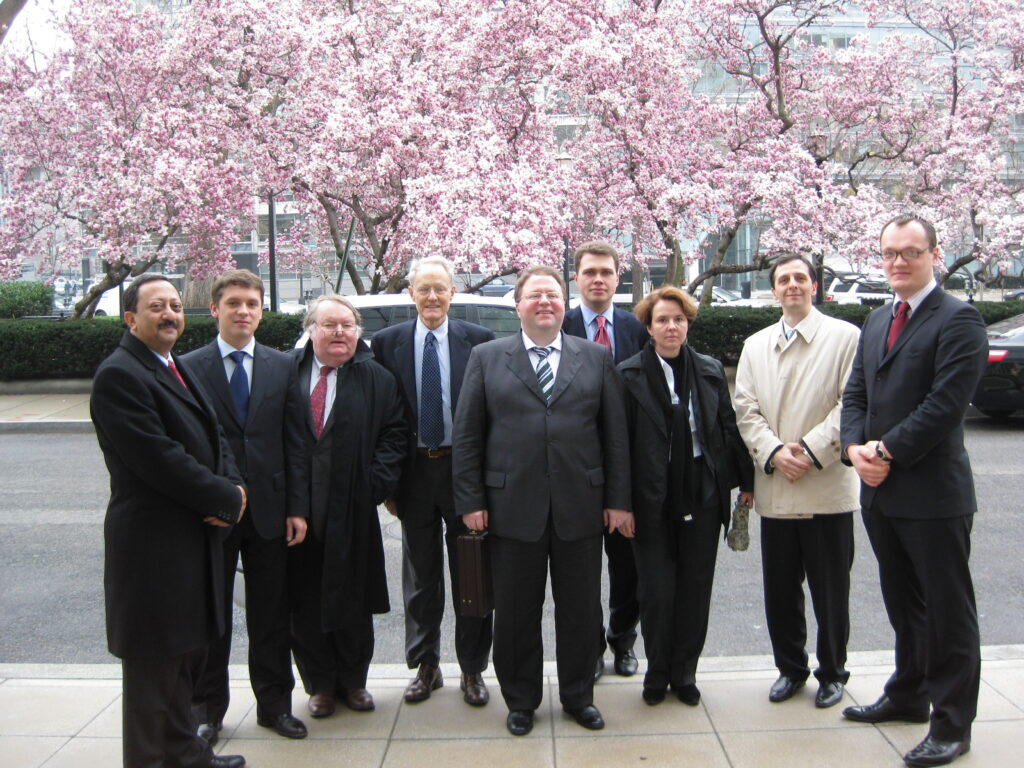 Judge Stephen F. Williams with a delegation of Russian judges (including the chairman of the Supreme Arbitrazh Court of the Russian Federation Anton Ivanov) and the World Bank (2007)